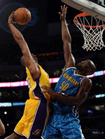New Orleans Hornets v Los Angeles Lakers - Game Five, Los Angeles, CA - April 26: Kobe Bryant and Emeka Okafor